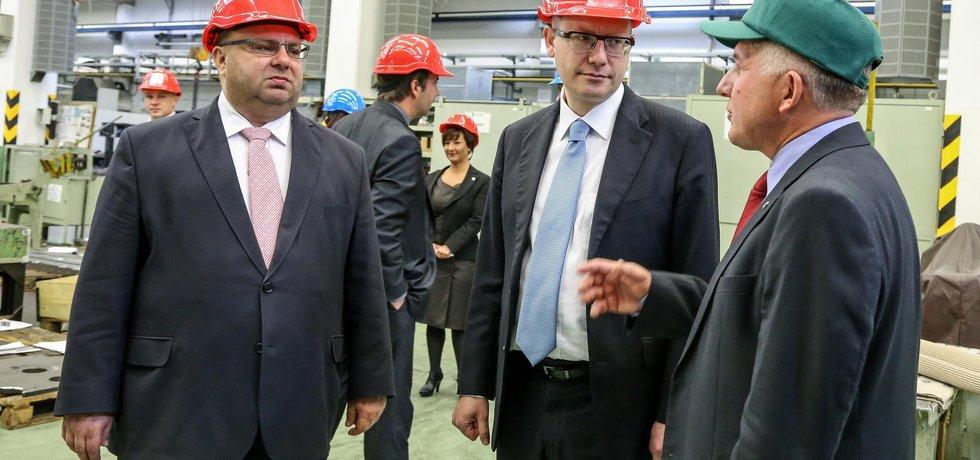 Premiér Bohuslav Sobotka při návštěvě Ostravy, vlevo je hejtman Moravskoslezského kraje Miroslav Novák