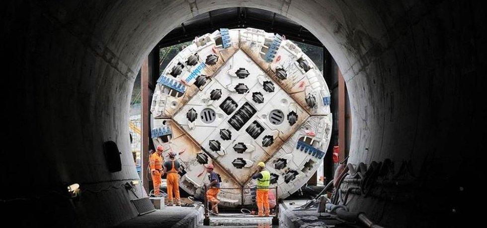 Razící stroj pro tunel.