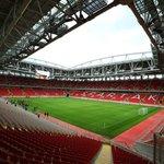 Otkrytie Arena (Moskva) – Kapacita: 42 000. Menší moskevský stadion, domov Spartaku, byl otevřen před čtyřmi lety. Jeho exteriér mění barvu podle toho, jaké týmy na něm hrají. Před stadionem stojí 25 metrů vysoká socha Spartaka.