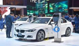 Dobíjecí hybridní automobil BMW 330e, ilustrační foto