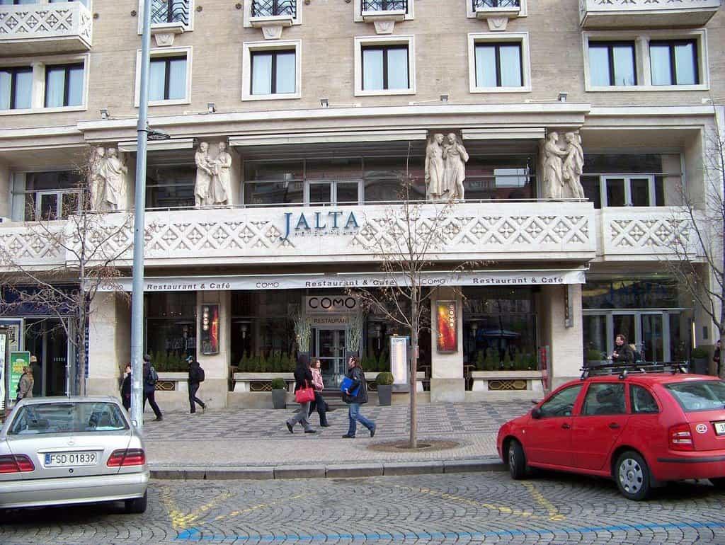 Svou pozici jistou má i hotel Jalta na Václavském náměstí