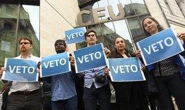 Protesty proti kontroverznímu zákonu, který míří proti Sorosově univerzitě CEU