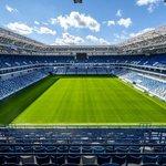 Kaliningrad stadion (Kaliningrad) – Kapacita: 35 000. Další stadion, jehož plánované dokončení muselo být odsunuto. Společnost zodpovědná za jeho původní podobu dokonce zkrachovalo. Stadion s nejmenší kapacitou bude po turnaji ještě o deset tisíc míst zmenšen. V ruské exklávě poblíž Polska prší 185 dní v roce.