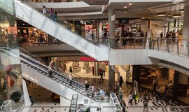 Velký deal s Australany. Miliardář Vítek přebírá obchodní centra v Polsku