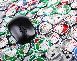 Jedním z velkých sázkařů u Maxi-Tipu je podle Kabrny například Leon Tsoukernik, guru českého pokeru.