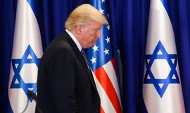 Zvolte mě a zůstanete bohatí, vzkázal Trump židovským voličům