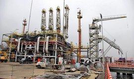 Přečerpávací molo pro LNG tankery, ilustrační foto