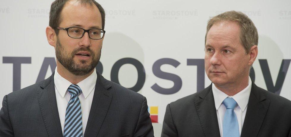 Volební lídr STAN Jan Farský (vlevo) a předseda hnutí Petr Gazdík