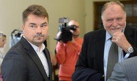 Advokát Tomáš Sokol (vpravo) se svým klientem Markem Dalíkem