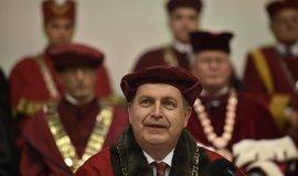 Rektor Zima se omluvil, že neodhadl reakci na smlouvu univerzity s Home Creditem
