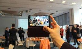 Focení konference na mobilní telefon