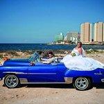 """Zachovalá amerika. Klasická americká auta jsou dodnes nejviditelnější připomínkou doby, kdy si Američané jezdívali na """"Ostrov svobody"""" užívat."""