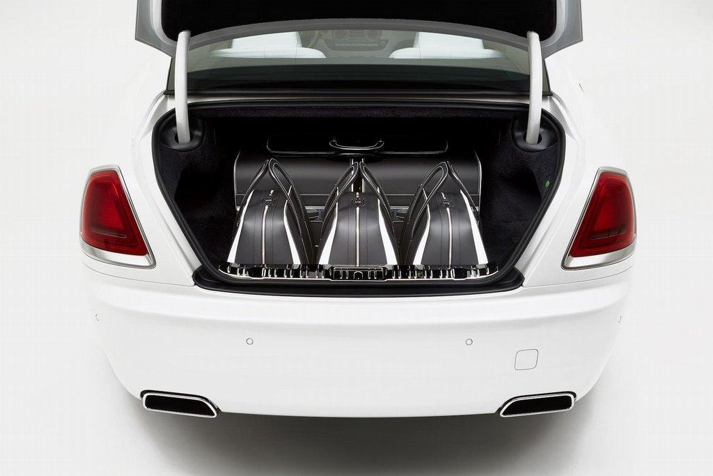 Sada značkových zavazadel pro luxusní kupé Rolls-Royce Wraith
