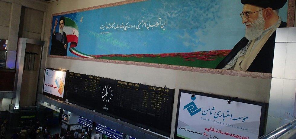 Chomejní na hlavním vlakovém nádraží v Teheránu.