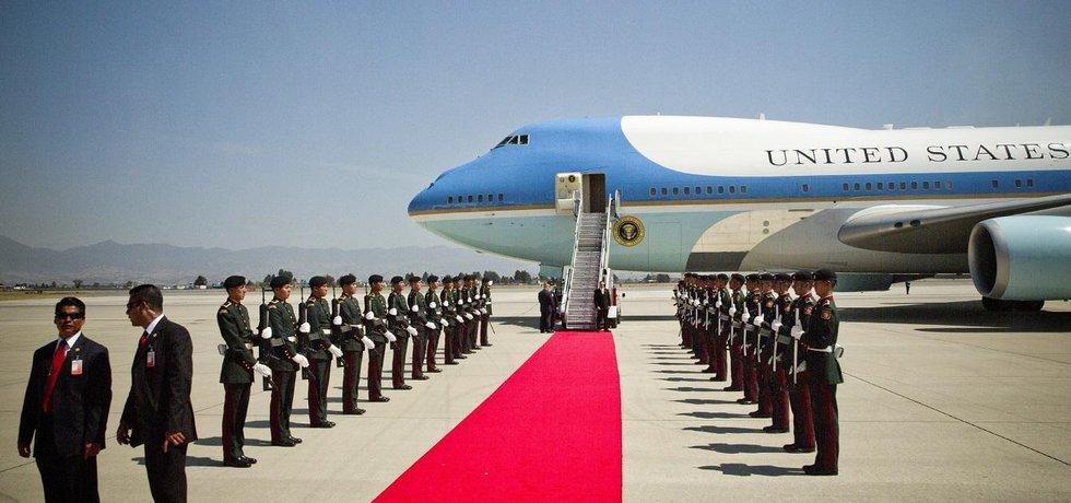 Air Force One. Chystá se vítání amerického prezidenta Donalda Trumpa.