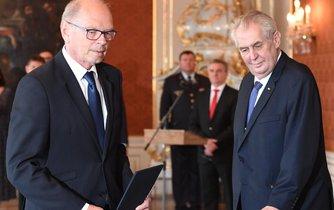 Zeman jmenoval Pilného ministrem financí