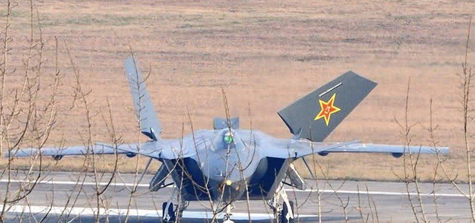 Čínská stíhačka Chengdu J-20 podle leteckého vývojáře nesnese se západními protivníky srovnání