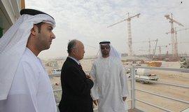 Emirátští a korejští zástupci u stavby jaderné elektrárny v Emirátech