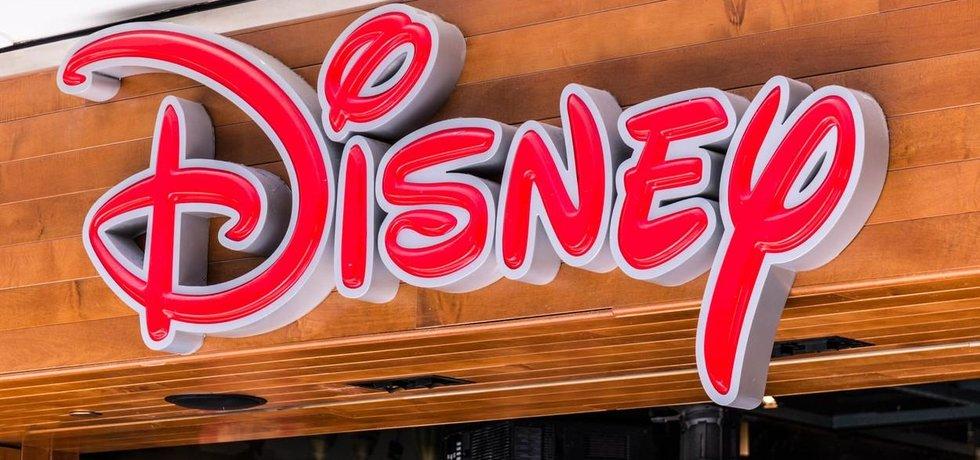 Logo Disney. O převzetí mediálního gigantu údajně usiluje telekomunikační společnost Verizon
